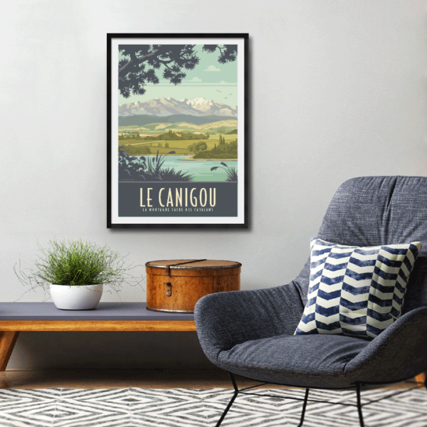 Décor avec l'affiche encadrée Le Canigou